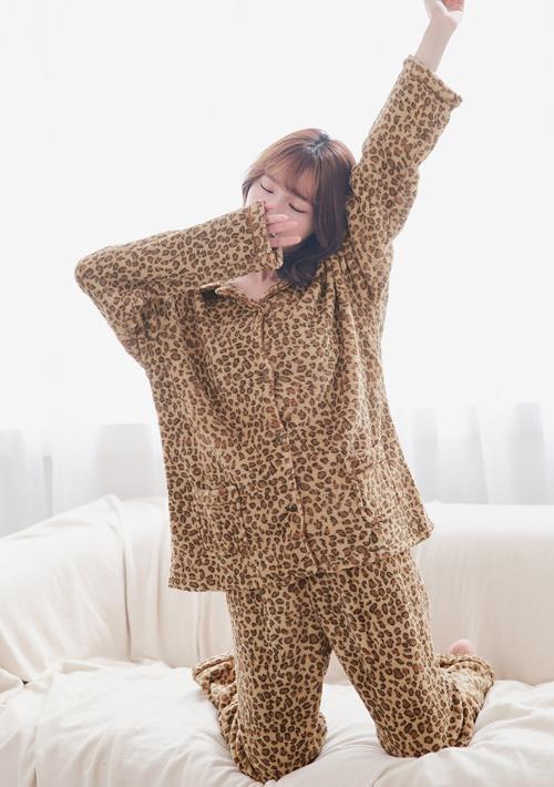 舒柔珊瑚絨豹紋睡衣套組