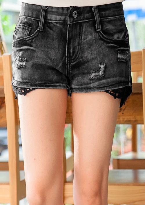 復古刷破蕾絲拼接牛仔短褲