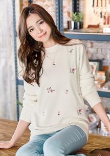 細緻手感玫瑰刺繡針織毛衣