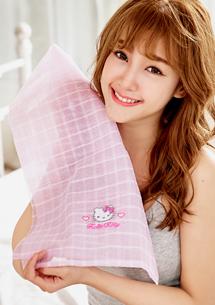 Hello Kitty 刺繡格紋按摩沐浴巾