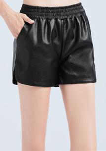 時尚光澤仿皮短褲