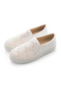 蕾絲花紋休閒鞋