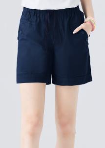 愜意姿態休閒短褲