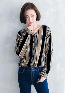 迷人條紋配色V領襯衫
