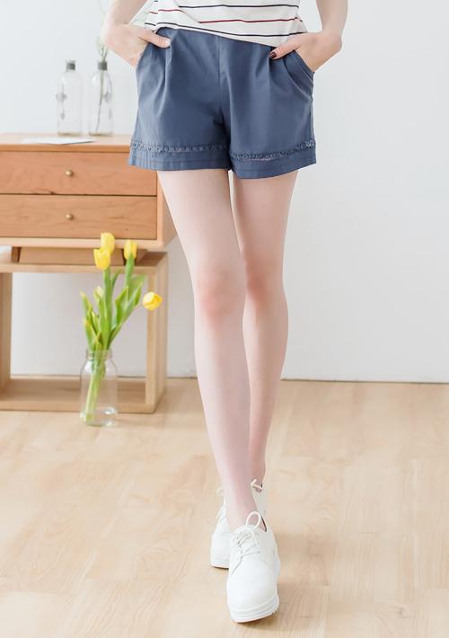 鏤空花邊後鬆緊短褲
