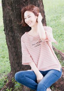 粉嫩色調條紋荷葉袖上衣
