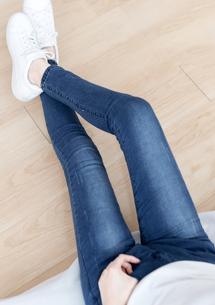 俐落美型刷色窄管牛仔褲