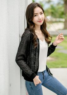 輕甜鏤空菱紋拉鍊外套