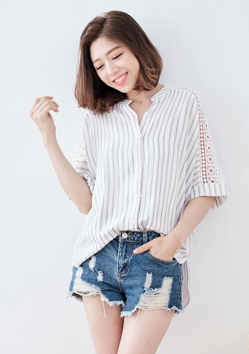 柔美雕花直條紋棉麻襯衫