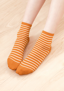 涼感條紋舒爽中筒襪