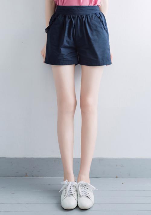 蕾絲壓摺後鬆緊短褲