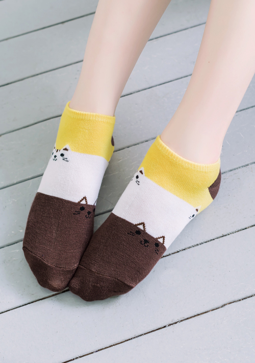 俏萌貓咪配色舒適短襪