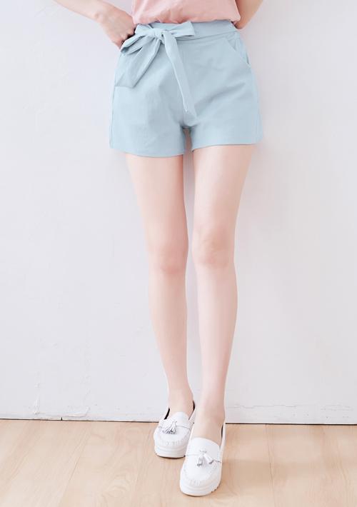 俐落格調修身綁帶短褲