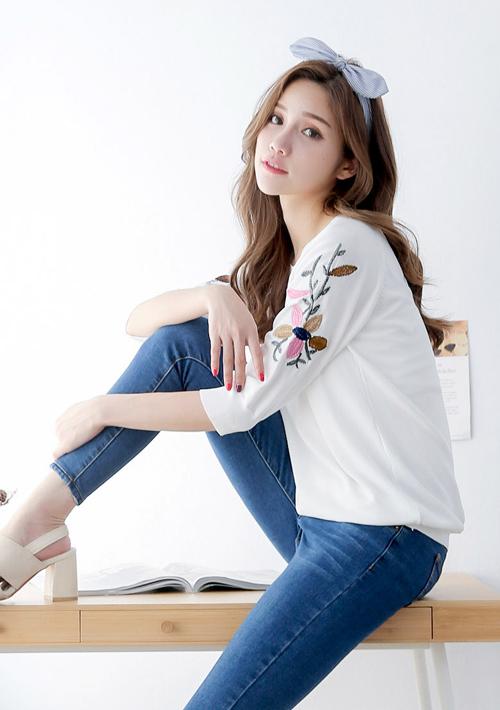 純色花卉刺繡針織上衣