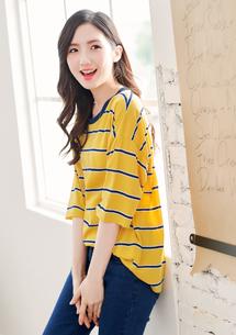 悠閒色調配色條紋寬上衣-芥黃