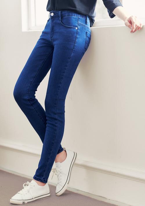 顯瘦原色俏臀窄管牛仔褲
