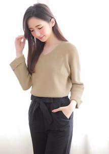 純色系反折袖針織毛衣