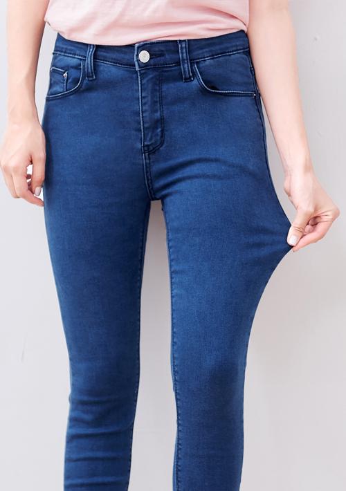 極彈舒適窄管牛仔褲