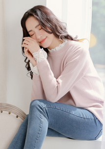 柔感布蕾絲包芯紗針織衫