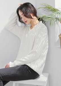 優雅荷葉V領包芯紗針織衫