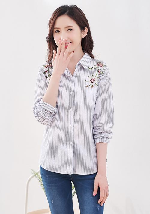 清雅刺繡條紋襯衫