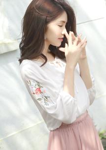 玫瑰刺繡綁帶上衣