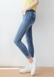 褲腳反折牛仔褲