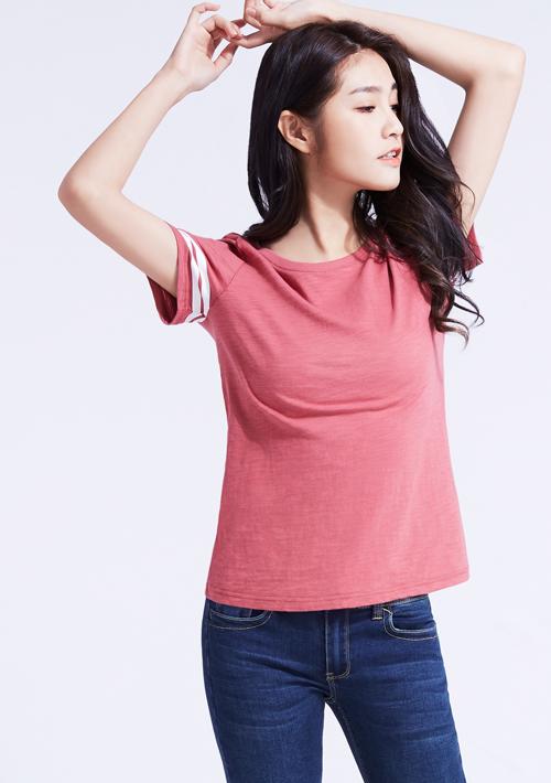 簡約自在袖口條紋竹節棉印花T恤