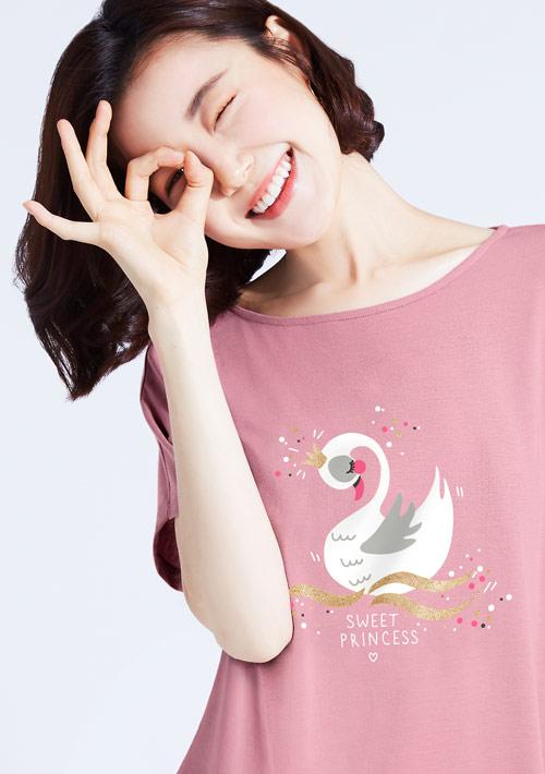 特級四面彈性寬版天鵝印花T恤