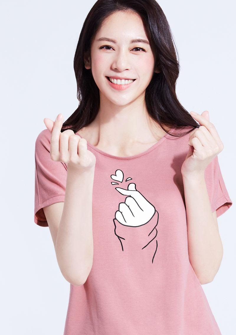 特級四面彈性寬版手指愛心印花T恤