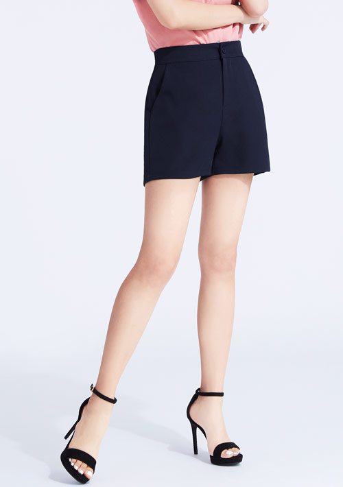 挺版素面西裝短褲