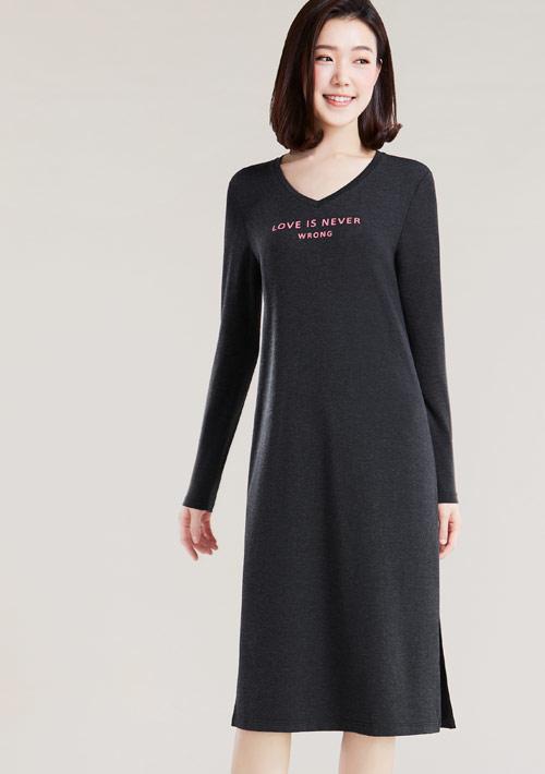 特級四面彈性字母印花長袖洋裝