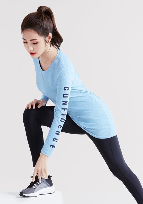 抗UV吸排運動字母印花長袖長版上衣
